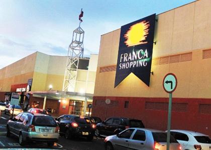 """Após """"rolezinhos"""", Justiça proíbe adolescentes em shopping de Franca"""