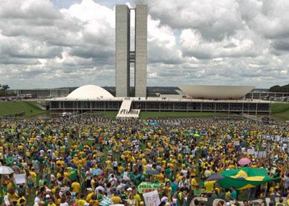 """A marcha de março, a """"agenda histórica"""" e o imobilismo de Dilma Rousseff"""