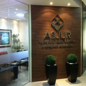 Na calorenta Manaus/AM, o escritório inspirado pela beleza da floresta amazônica, reproduz em sua arquitetura imponência e modernidade.