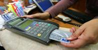 Banco deve indenizar cliente por constrangimento após bloqueio de cartão