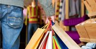 Loja terá de ressarcir vendedor por gastos com roupas da marca