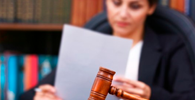 Juíza julga procedente diversas ações de sua própria assistente