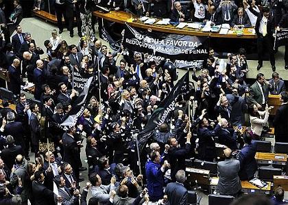 Câmara aprova em 1º turno redução da maioridade penal