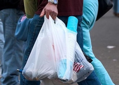 Lei mineira disciplina distribuição de sacolas plásticas a consumidores