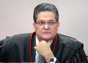 Dilma reconduz Henrique Neves ao TSE