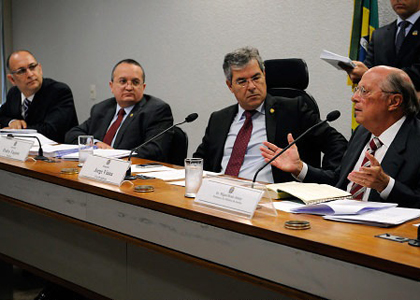 Miguel Reale Júnior e relator do novo CP travam debate no Senado