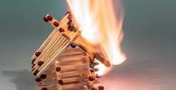 Mera recusa de condomínio a pagar indenização securitária em decorrência de incêndio não gera dano moral