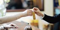 Hotel que adota check-in e check-out inferior a 24 horas pode cobrar diária completa
