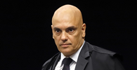 """Moraes reitera bloqueio de redes sociais de bolsonaristas """"no Brasil e fora dele"""""""