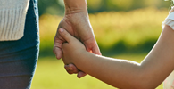 Estabilidade provisória para trabalhadora adotante é aprovada no Senado