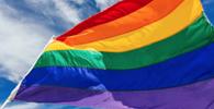 Casal homoafetivo retirado de festa por causa de beijo será indenizado