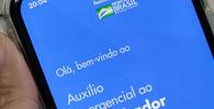 Bolsonaro sanciona com vetos ampliação de beneficiários para auxílio emergencial
