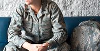 Transexual fotografada durante alistamento militar será indenizada em R$ 60 mil