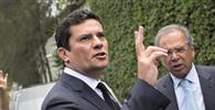 Sérgio Moro não pede exoneração e sai de férias
