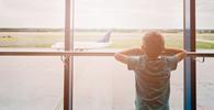 Azul indenizará por impedir embarque de filho adotivo de casal homoafetivo