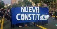 Chile caminha para uma nova Constituição em meio a intensos conflitos sociais