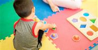 Plano de saúde deve custear tratamento especializado e indenizar criança autista
